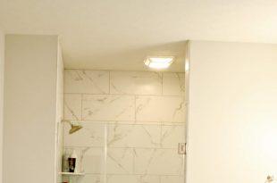 Zweifarbige Möbelverjüngung für das Badezimmer
